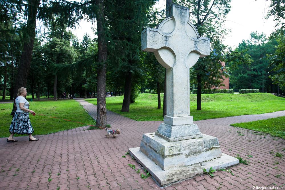 крест с перевернутым знаком вопроса
